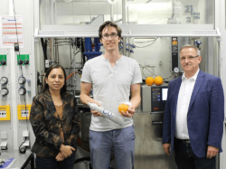 University of Bayreuth's team of researchers worked on PLimC for years. Prof. Dr. Seema Agarwal, Oliver Hauenstein M.Sc. and Prof. Dr. Andreas Greiner (from left).