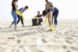 Group Of Volunteers Tidying Up Rubbish On Beach © Monkey Business / fotolia.com