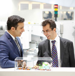 Photo: Two exhibitors talking to each other at the trade fair