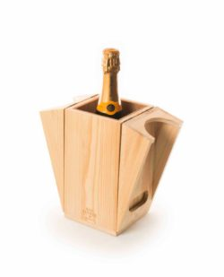 """Waycooler"" wine crate with cooling function thanks to cork layer. © Rackpack Germany"