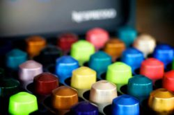 The multinational Nestlé group has already responded to criticism of its Nespresso capsule system, and around 75 per cent of its aluminium capsules is now being recycled. Photo: 'Colored coffee' © Nic