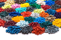 The plastic packaging industry is predicting a continuation of its strong economic development in 2017. Photo: Coloured plastic granulate © digitalstock, fotolia.com