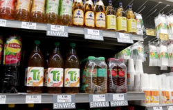 From 2019, a new packaging law in Germany will provide for the additional labelling of reusable and disposable beverage packaging. Photo: Metro