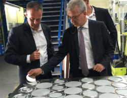 Improved life-cycle assessment for metal packaging.  On this photo: Al-Wazir, Minister of Economics, Energy, Transport and Regional Development in the German Federal State of Hesse.
