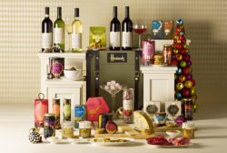 Department stores are full of high-quality packaging in the run-up to Christmas. hoto: http://www.foodbev.com/news/these-harrods-christmas-hampers-are-simply-mouth-watering/