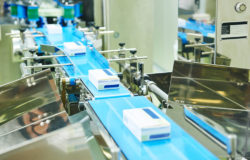 Photo: pharmaceutical production line © Kadmy, fotolia.com