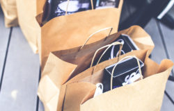 Some consider this option a good alternative to plastic: paper carrier bags made out of recycled paper. Photo: Pexels